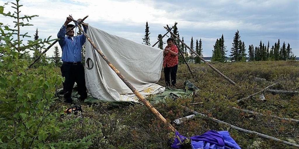 Setting up camp in typical Wek'èezhìı landscape during the Tǫdzı and Wildfire study near Whatì 	(Photo:  Allice Legat)